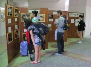 Visitors to Proyecto Coqui's photographic exhibition of the local species by Rafael L. Joglar.